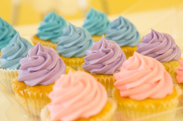 blue and purple cakes